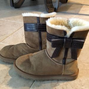 Chestnut UGGS with brown leather bow. Sz8 8